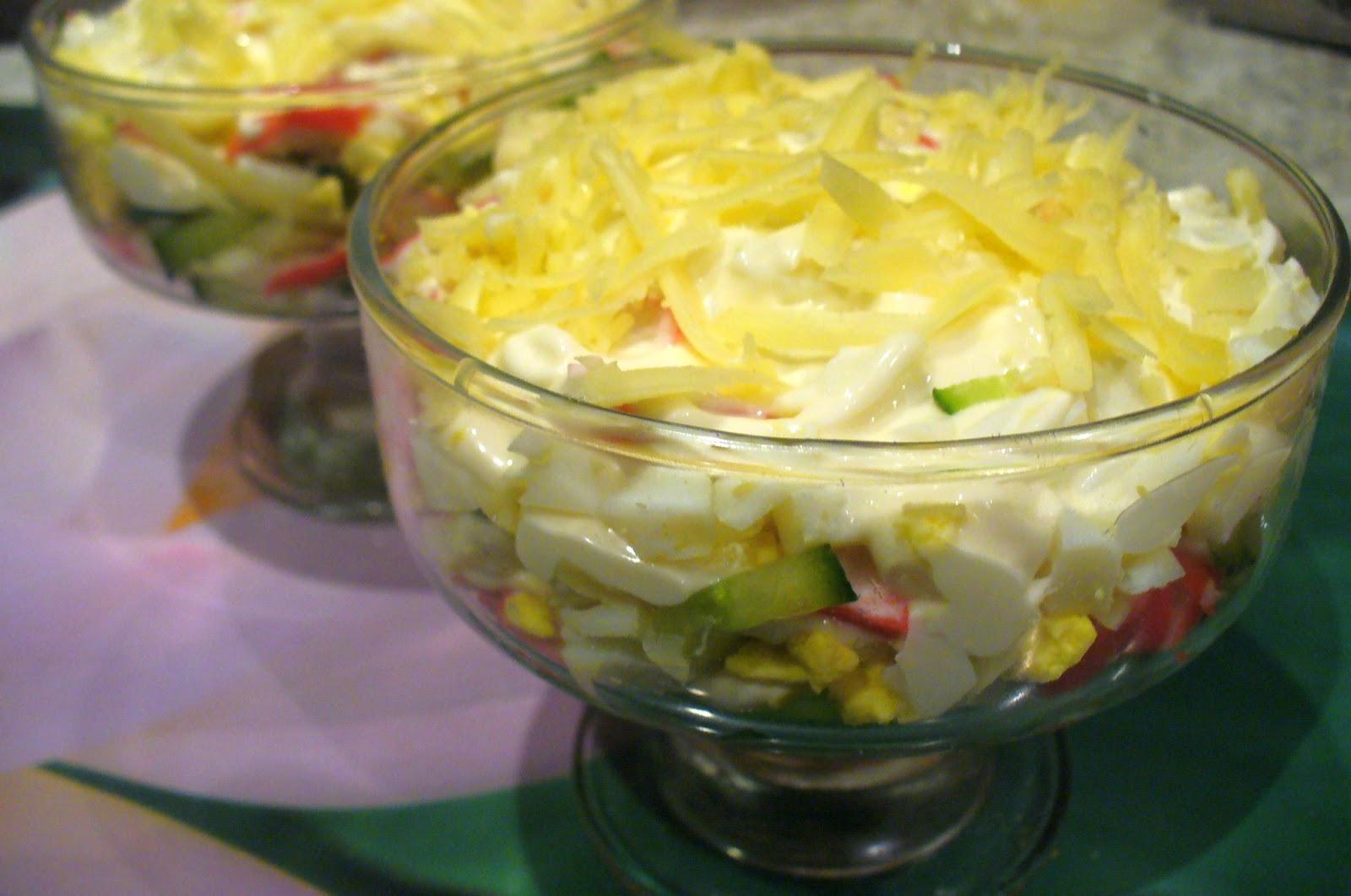 Салат с крабовыми палочками и огурцом рецепт пошагово в