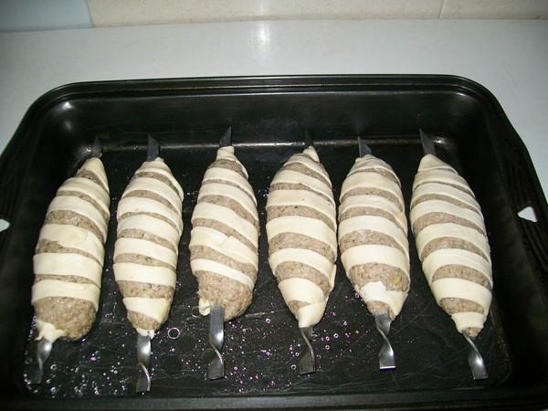 Eredeti húsételek az ünnepi asztalon. A sertésszeletek receptje ...