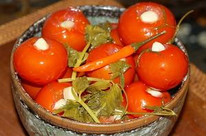 Výsledok vyhľadávania obrázkov pre dopyt nakladané  paradajky